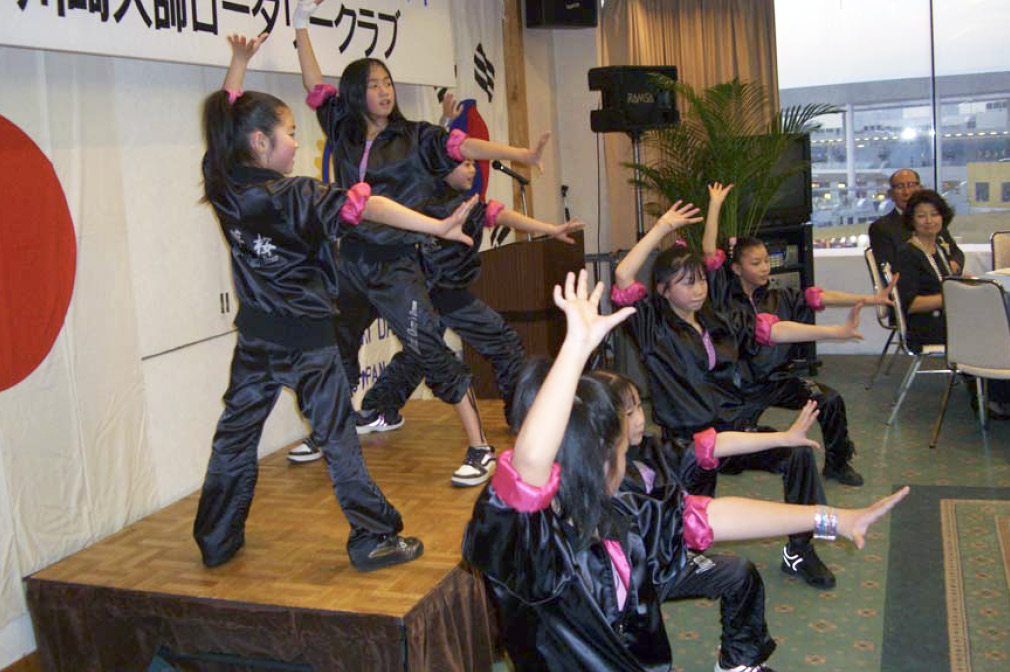 夢桜が、かわさき舞祭の応援を戴いている、川崎大師ロータリークラブ35周年ウエルカムパーティーに出演しました。