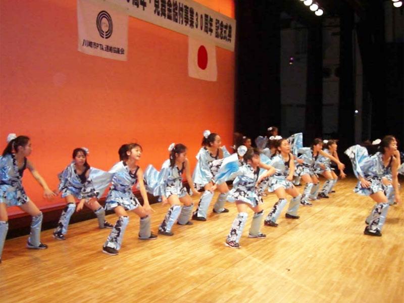 2009年2月14日、川崎市PTA連絡協議会創立60周年記念式典のオープニングアトラクションに「SAKADO WINDS」が出演。(高津市民館)