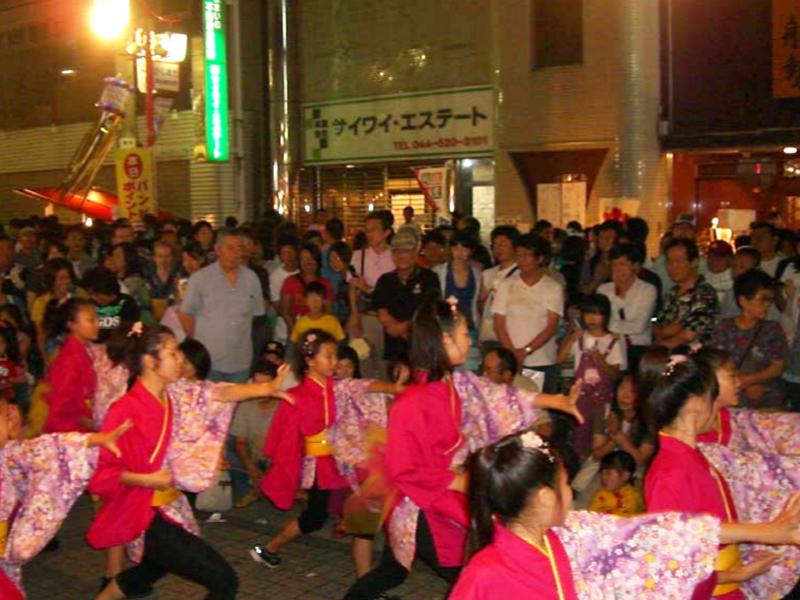 2009年7月4日、鹿島田駅前商店街の夏祭りに「夢桜」と「Fantastic Physical」が出演しました。